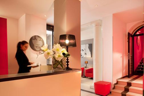 Hotel Villathena - Paris - Front desk