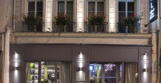 Hotel Le Petit Paris - Paris - Building