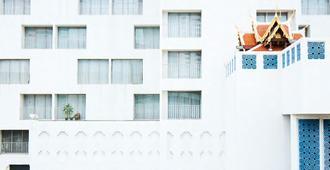 曼谷摩天飯店 - 曼谷 - 建築