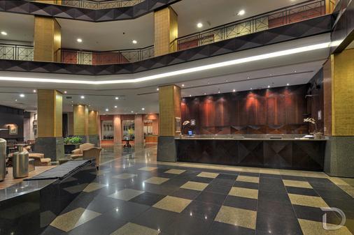 Hotel Deville Prime Porto Alegre - Porto Alegre - Front desk
