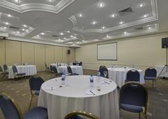 Hotel Deville Business Curitiba - Curitiba - Salão de banquetes