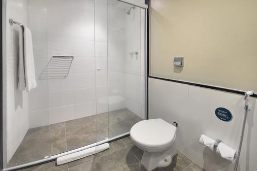 Hotel Deville Prime Cuiabá - Cuiabá - Bathroom