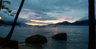 Beer Hostel Suites Privativas e Compartilhadas - Ilhabela - Praia