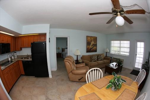 Anchorage Resort & Yacht Club - Key Largo - Living room