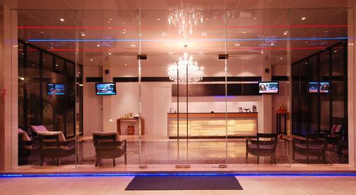 The Lantern Resorts Patong - Patong - Front desk