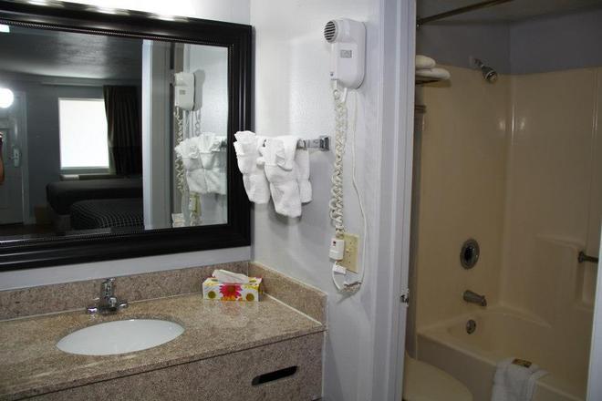 Destin Inn and Suites - Destin - Bathroom