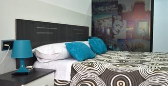 Bed&breakfast 10 Girona - Girona - Bedroom