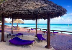 Mnarani Beach Cottages - Нунгви - Пляж