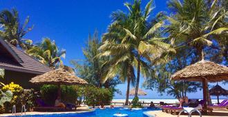 Mnarani Beach Cottages - Nungwi - Pool