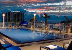 Courtyard by Marriott Miami Beach South Beach - Miami Beach - Pool