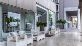 Suite Hotel Elite - Bolonia - Patio