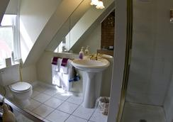 Queen Anne Bed And Breakfast - Denver - Bathroom