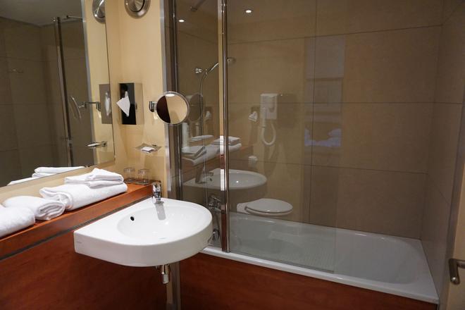 凱恩中心皇家酒店 - 康城 - 凱恩 - 浴室