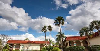 Maingate Lakeside Resort - Kissimmee - Building