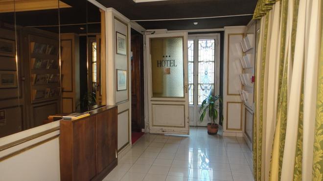 Artua' & Solferino - Turin - Front desk