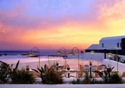 Santo Maris Oia, Luxury Suites & Spa - Oia - Strand