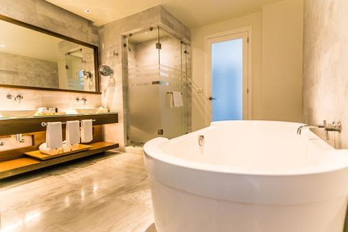 Palacio Mundo Imperial - Acapulco - Bathroom
