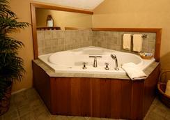 Wrens Nest Village Inn - Portsmouth - Bathroom