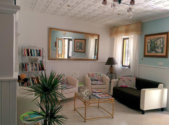 Hostal Enriqueta - Marbella - Living room