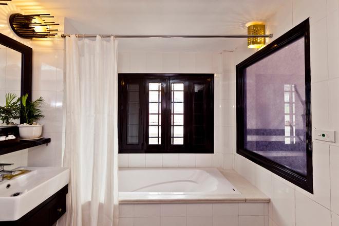 Cinnamon Cathedral Hotel - Hanoi - Bathroom