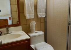 Puerto Nuevo Baja Hotel & Villas - Puerto Nuevo - Bathroom