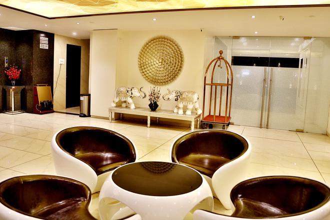 Hotel King's Heritage - Sūrat - Lobby