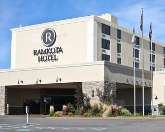 Ramkota Hotel & Conference Center - Casper - Building