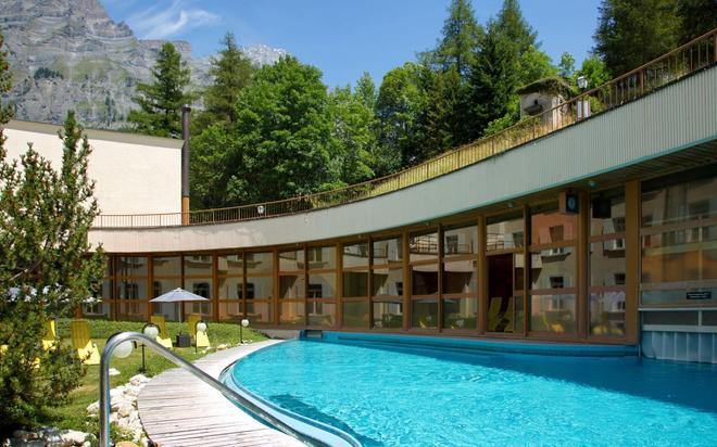 Thermalhotels & Walliser Alpentherme Spa - Leukerbad - Uima-allas