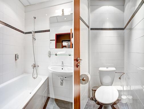 Three Crowns Hotel Prague - Prague - Bathroom