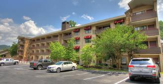 Howard Johnson by Wyndham Downtown Gatlinburg - Гатлинберг - Здание