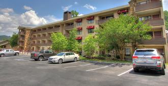 Howard Johnson by Wyndham Downtown Gatlinburg - Gatlinburg - Bâtiment