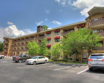 Howard Johnson by Wyndham Downtown Gatlinburg - Gatlinburg - Rakennus