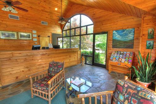 Howard Johnson by Wyndham Downtown Gatlinburg - Gatlinburg - Lobby