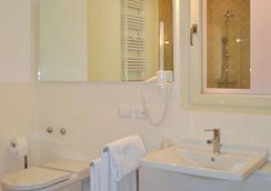 Aromi Piccolo Hotel - Salo - Kylpyhuone
