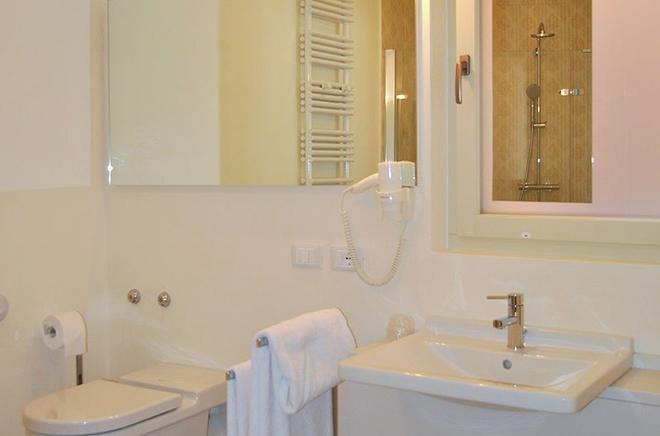 阿洛米皮克羅酒店 - 潔羅 - 薩羅(倫巴第大區) - 浴室