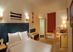 Hometel - Chandigarh - Bedroom