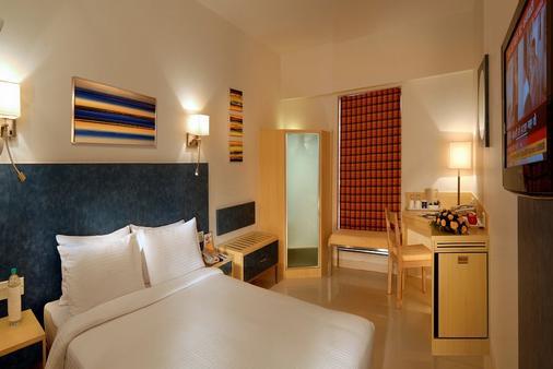 Hometel - Chandigarh - Phòng ngủ