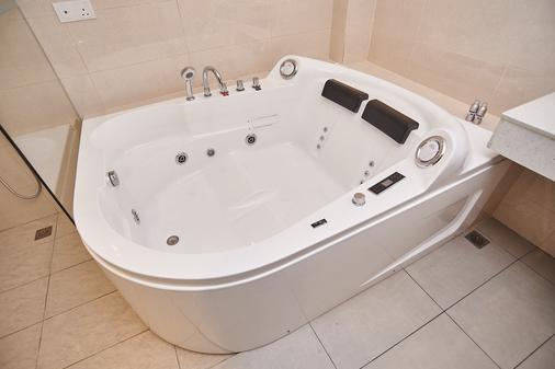 Corsica hotel - Kulai - Bathroom