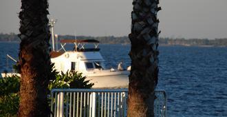 Monroe's On The Lake Hotel & Banquet Hall - Sanford