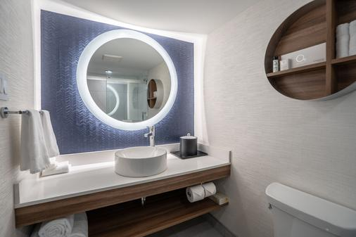 Fairfield by Marriott Montreal Downtown - Montreal - Bathroom