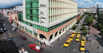 Hotel Fray Junípero Serra - Тепик