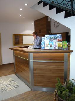 Boutique-Hotel & Apartments Am Essigmanngut - Anif - Front desk