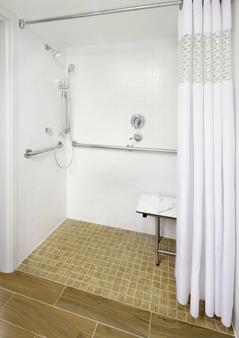 Hampton Inn Orlando Near Universal Blv/International Dr - Orlando - Bathroom