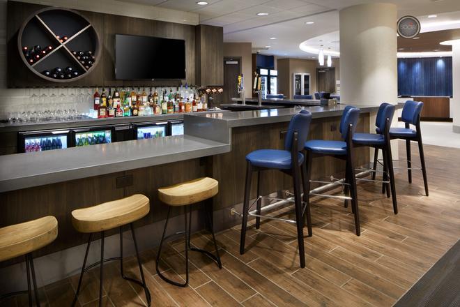 CAMBRiA hotel & suites Durham - Duke Medical Center - Durham - Bar