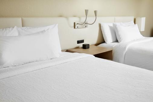 Hilton Garden Inn Savannah Midtown - Savannah - Phòng ngủ