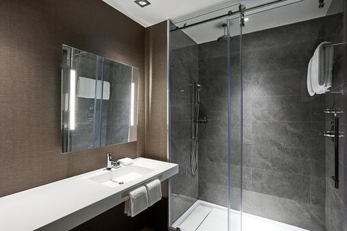 AC Hotel by Marriott Raleigh North Hills - Raleigh - Bathroom