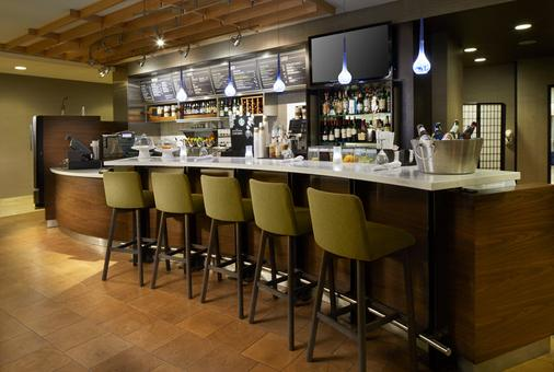 Courtyard by Marriott Edison Woodbridge - Edison - Bar