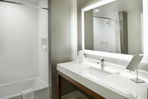 Courtyard by Marriott Houston Intercontinental Airport - Houston - Phòng tắm