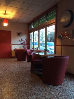 Hotel Les Voyageurs - Les Sables-d'Olonne - Front desk