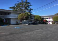 Stargazer Inn and Suites - Monterey - Edificio